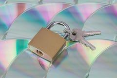 资料加密和安全(CD与锁) 库存图片