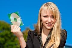 CD da terra arrendada da mulher de negócios Imagens de Stock