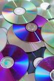 CD, dos dvds brilhantes reflexivos do CD do dvd teste padrão azul da textura do raio foto de stock