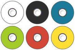 CD- eller DVD-CD-SKIVA av olika färger på en vit bakgrund Arkivbilder