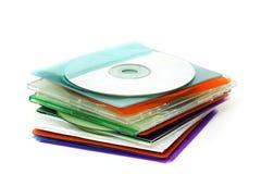 CD en estuches de plástico coloreados foto de archivo libre de regalías