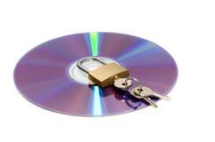 CD en hangslot dat op whi wordt geïsoleerdl Royalty-vrije Stock Foto's