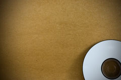 CD en la textura de papel de madera del fondo Fotografía de archivo