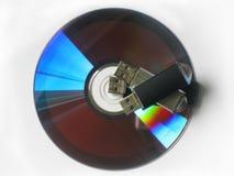 CD en usb geheugenkaarten stock afbeelding
