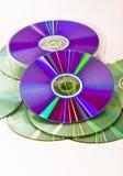 CD-ROM del montón en el fondo blanco Foto de archivo libre de regalías