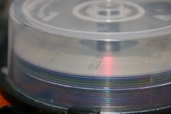 CD-ROM in scatola fotografie stock libere da diritti