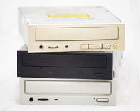 CD-ROM viejos en una pila imagenes de archivo