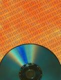 CD-SKIVA med binär kod Arkivfoto