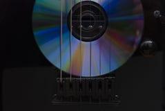 CD-SKIVA och gitarr Fotografering för Bildbyråer