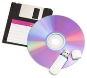 Cd skivor diskett och exponering kör på vit bakgrund Arkivbild