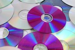 CD, teste padrão brilhante reflexivo da textura do fundo dos dvds do CD do dvd Fotografia de Stock Royalty Free