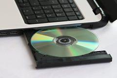 CD in un computer Fotografia Stock Libera da Diritti