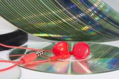 Cdes de la música y auriculares estéreos Fotos de archivo libres de regalías
