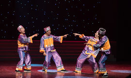 Código da troca palavra-ela dança popular costume-chinesa da nacionalidade Fotos de Stock