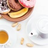 Cdonuts och akes för kaffe och te fotografering för bildbyråer