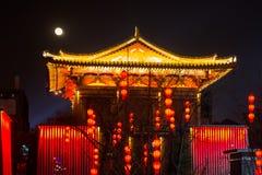 Ce de festival de ville lumineux par architecture chinoise antique de temple Photographie stock