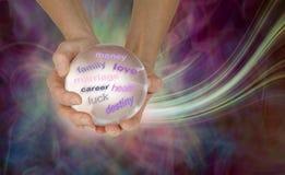 Ce qui fait la boule de cristal dites au sujet de votre avenir image stock