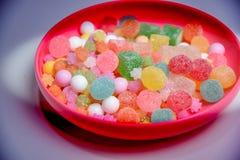 Ce sont les bonbons traditionnels japonais du plat Photo stock