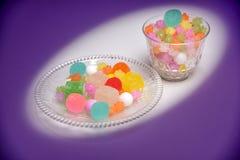 Ce sont les bonbons traditionnels japonais du plat Images stock