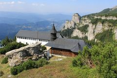 Ceahlau monaster w szczycie góra Zdjęcie Royalty Free