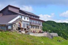 Ceahlau, RUMÄNIEN - 23. Juli: Dochia-Kabine auf den Ceahlau-Bergen, Rumänien am 23. Juli 2016 Lizenzfreies Stockfoto