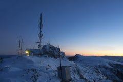 Ceahlau Toaca pogodowa stacja w zimie zdjęcie stock