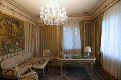 CEAUSESCU FAMILJHUS - PRIMAVERII-SLOTTMUSEUM royaltyfria bilder