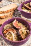 Cebola fritada com figos Imagens de Stock Royalty Free