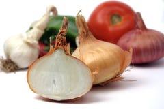 Cebola orgânica com veggies foto de stock