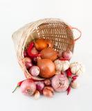 Cebolas, alho e pimentões Fotos de Stock