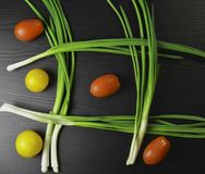 Cebolas verdes na tabela foto de stock royalty free