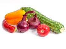 Cebolas vermelhas e pimentas do tomate do abobrinha Foto de Stock