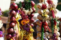 Cebolla, ajo, hierbas, especias, lavanda Fotografía de archivo