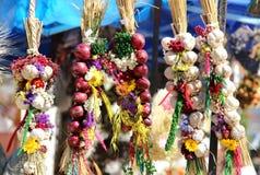 Cebolla, ajo, hierbas, ramos de la flor Imágenes de archivo libres de regalías