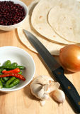 Cebolla de las habas de los chillis de las tortillas   Fotografía de archivo