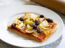 Cebolla y aceituna de la pizza Fotografía de archivo