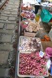 Cebollas en el mercado ferroviario, Tailandia Foto de archivo libre de regalías