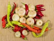 Cebollas, pimientas, y chile Foto de archivo libre de regalías