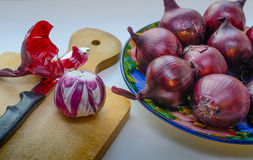 Cebollas rojas - cebollas de la ensalada Imágenes de archivo libres de regalías