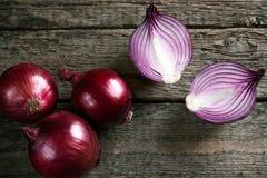 Cebollas rojas orgánicas frescas Imágenes de archivo libres de regalías