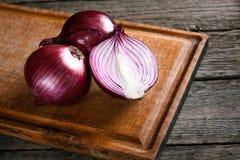 Cebollas rojas orgánicas frescas Fotografía de archivo