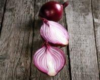 Cebollas rojas orgánicas frescas Foto de archivo