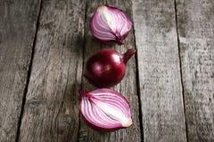 Cebollas rojas orgánicas frescas Imagen de archivo