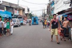 CEBU, FILIPINY, STYCZEŃ, 7 2013 - Grodzka ulica przekrwawiający ruch drogowy - Obrazy Stock
