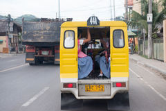 CEBU - FILIPPINE - GENNAIO, 7 del 2013 - traffico congestionato via della città Fotografia Stock Libera da Diritti