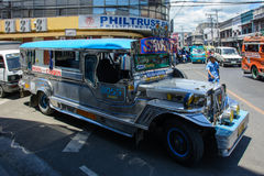 Cebu Filippinerna - mars 14, 2016: Nationellt trans. av Filippinerna - Jeepney Royaltyfri Fotografi