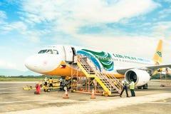 Cebu Pacific aircfraft på den Puerto Princesa flygplatsen Fotografering för Bildbyråer