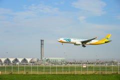 Cebu Pacific luftar nivån för flygbussen som RP-C3344 landar till landningsbanor på den internationella flygplatsen för suvarnabh arkivbilder