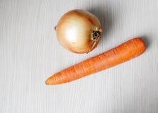 Cebule i marchewki na stole Obraz Royalty Free
