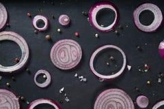 Cebule w wypiekowej tacy Fotografia Stock